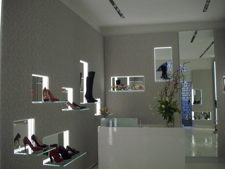 Negozio calzature a Milano  05df2d44730